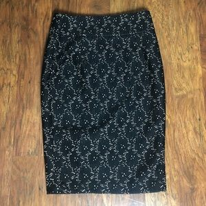 Hazel Embroidered Lined Pencil Skirt L NWT
